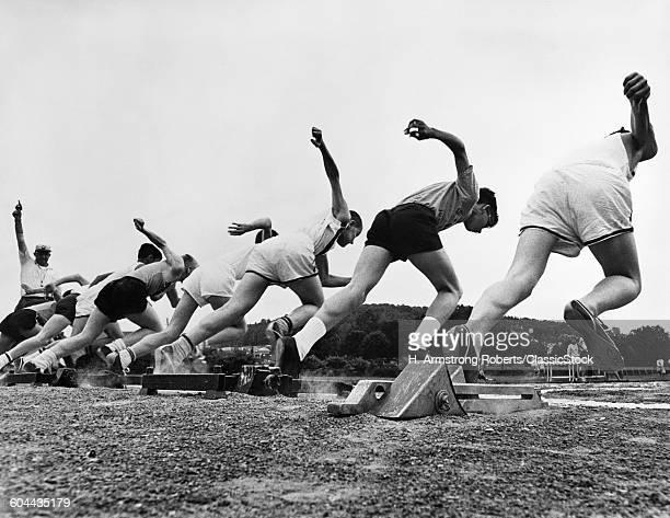 1960s RUNNERS LEAVING.