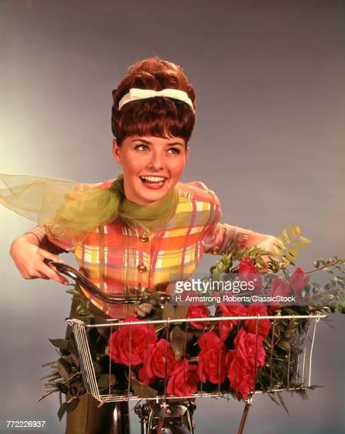 1960s SMILING TEEN GIRL...