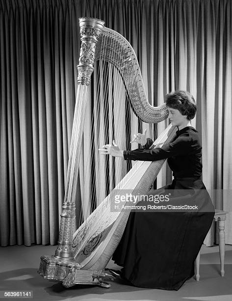 1960s WOMAN MUSICIAN IN...