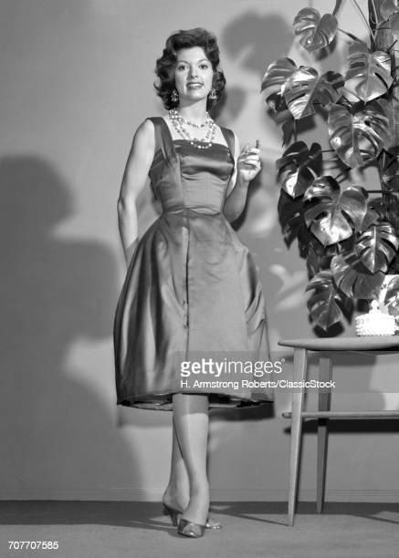 1960s WOMAN WEARING...