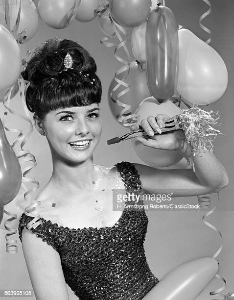 1960sMILING YOUNG WOMAN...