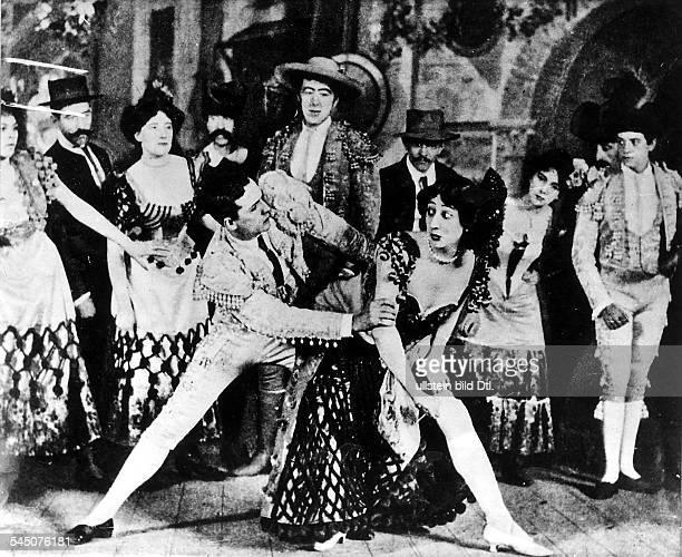 1965Chansonetteauf der Bühneum 1907