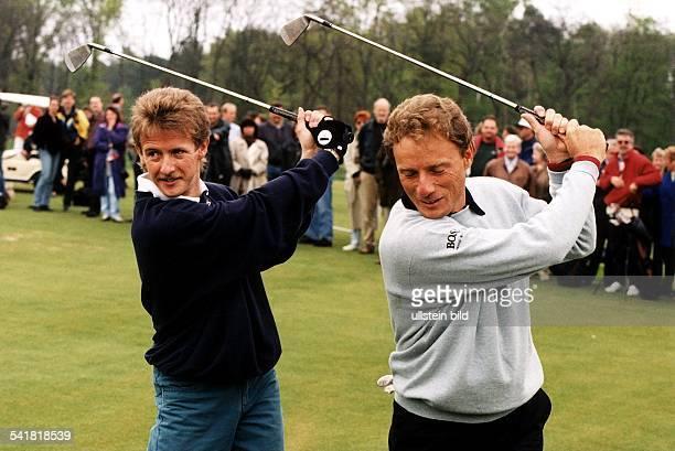 1967Skispringer D zusammen mit Bernhard Langer beimadidas CharityCup auf dem Golfplatz amScharmützelsee Mai 1996