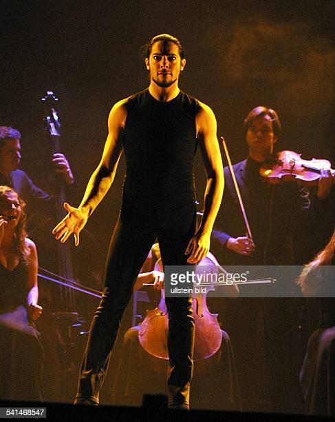Flamenco-Tänzer, Spanientanzend während eines Auftrittsin der Düsseldorfer Philipshalle