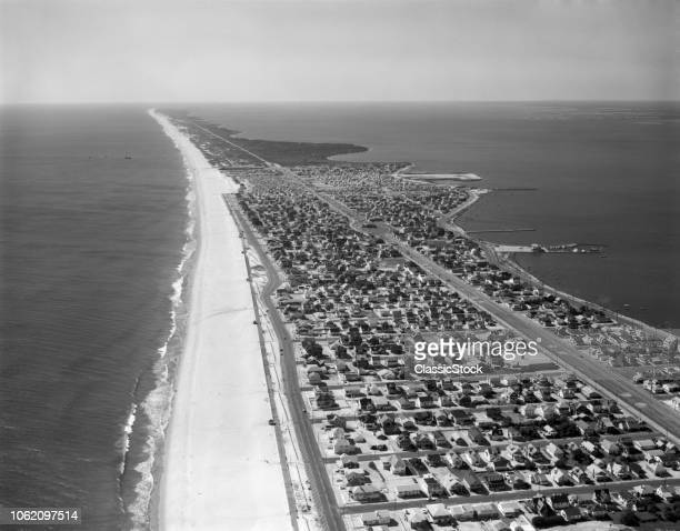1970s AERIAL LOOKING SOUTH LONG BEACH ISLAND BARRIER ISLAND ATLANTIC SHORE SEASIDE PARK AND BARNEGAT BAY NEW JERSEY USA