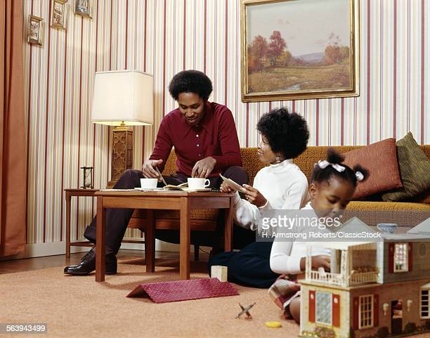 1970s AFRICAN AMERICAN FAMILY MOTHER FATHER COFFEE TABLE GIRL PLAYING DOLL HOUSE LIVING ROOM