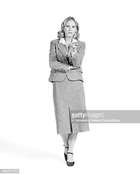 1970s BLONDE BUSINESS WOMAN PORTRAIT STERN EXPRESSION WEARING BUSINESS SUIT WITH MIDCALF LENGTH SKIRT LOOKING AT CAMERA