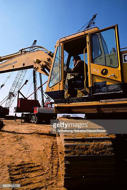 1970s CONSTRUCTION VEHICLE EXCAVATOR EARTH MOVER