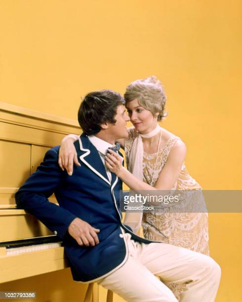 1970s COUPLE MAN WOMAN...