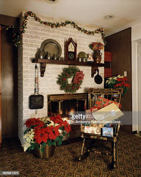 1970s FIREPLACE PRESENTS STOCKINGS WREATH ROCKING CHAIR MANTLE CLOCK POINSETTIA