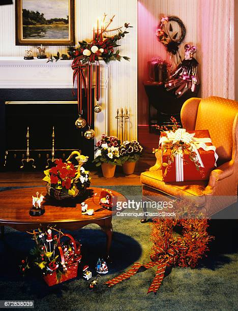 1970s LIVING ROOM INTERIOR DECORATED FOR CHRISTMAS