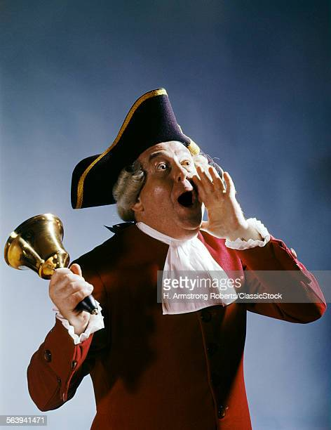 1970s MAN COLONIAL TOWN CRIER 18th CENTURY COSTUME SHOUTING NEWS RINGING BELL