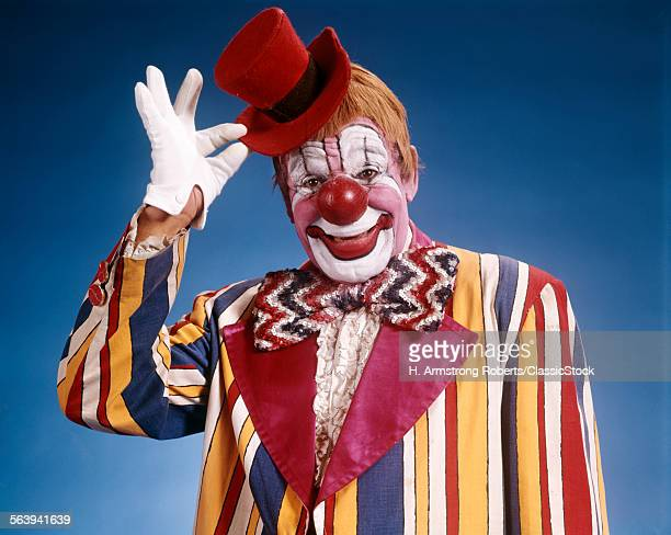 1970s PORTRAIT OF CLOWN IN...