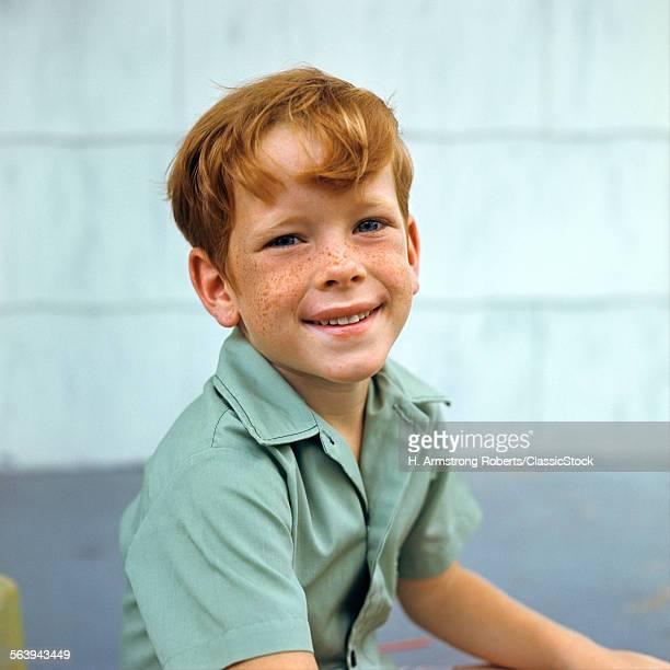 1970s PORTRAIT OF SMILING...