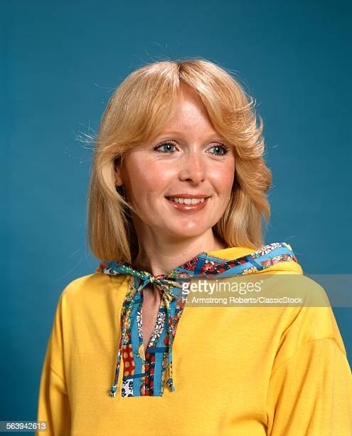 1970s PORTRAIT SMILING...