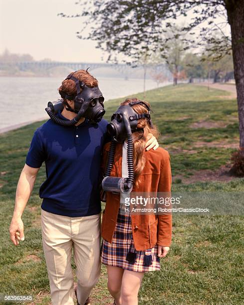 1970s YOUNG COUPLE MAN...