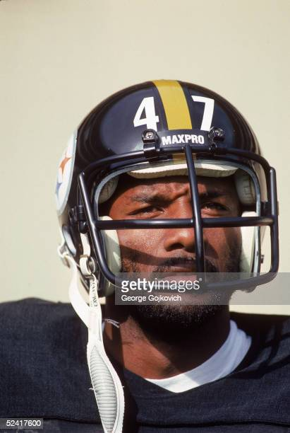 Cornerback Mel Blount of the Pittsburgh Steelers stands on the sideline during a 1980 NFL game at Three Rivers Stadium in Pittsburgh Pennsylvania