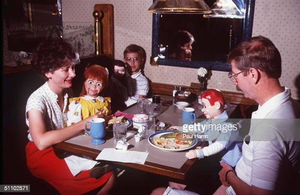 Lexington Kentuckykathy And Donald Loader From Michigan Have Breakfast With Their Family At A Ventriloquist Convention