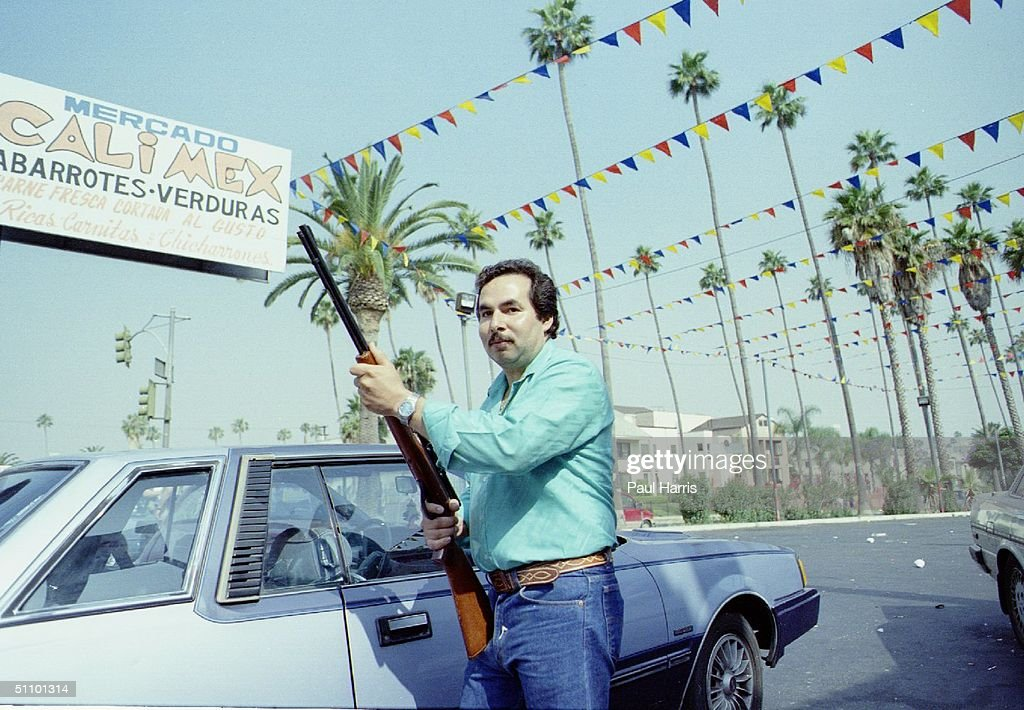 Downtown Los Angeles After The La Riots And The Looting Private Security Guards Armed Where E : ニュース写真