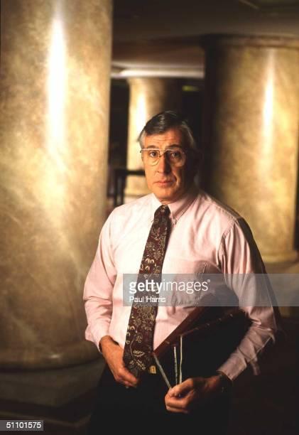 Los AngelesRobert K ResslerAmerica Leading Serail Killer ExpertNow A Private Consultant But In 1985 Headed The Fbi's Violent Crimminal Apprehension...