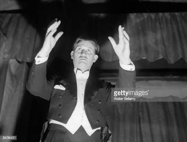 Hypnotist Richard Payne on stage