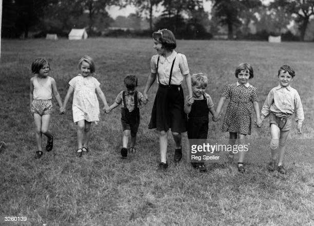 Evacuee children from London walk in countryside near Elstree