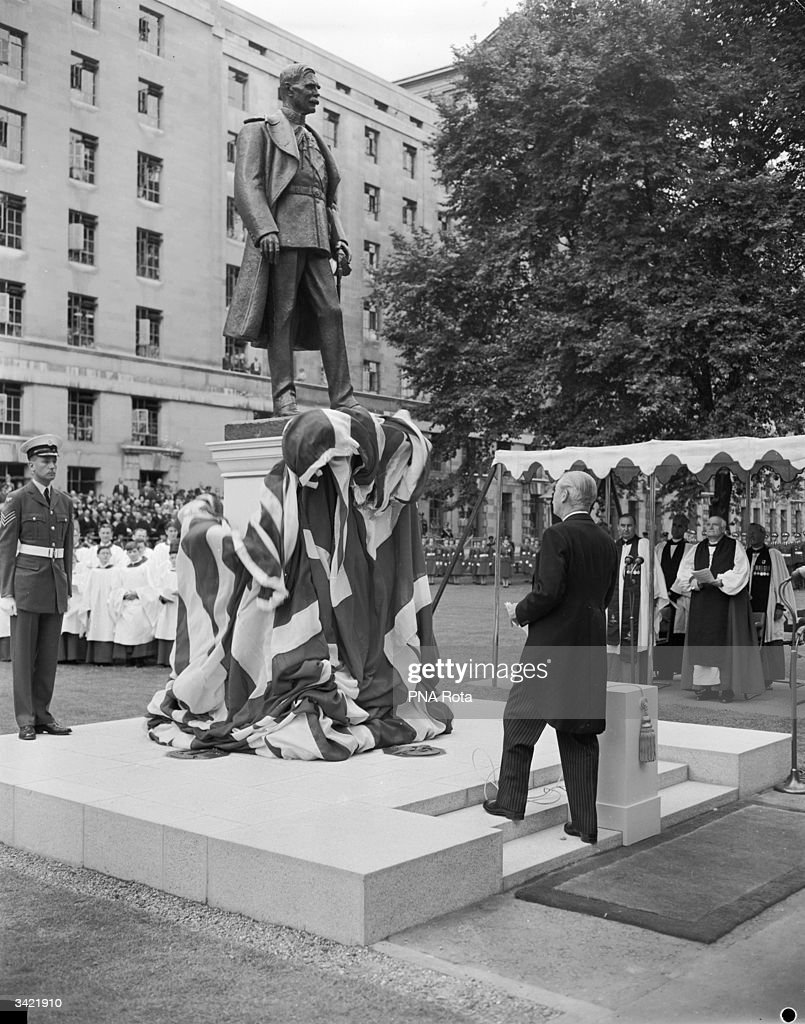 Statue Unveiling : News Photo