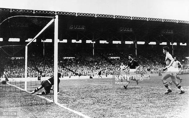 Italy play Hungary in the 1938 World Cup final in France Italy went on to become World Champions with a 42 victory