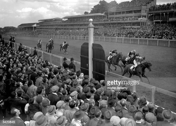 Reynard Volant winning the Ascot Stakes.