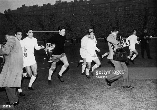 From left to right Canario Zarraga Dominguez Gento Di Stefano and Santamaria of Real Madrid tour Hampden Park in Glasgow with their trophy after...