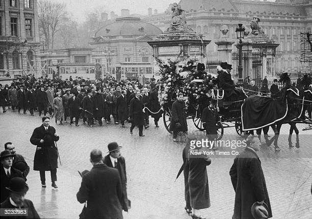 The funeral procession of Italian operatic composer Giacomo Puccini , who died on November 19, 1924. The procession is passing the Royal Palace in...