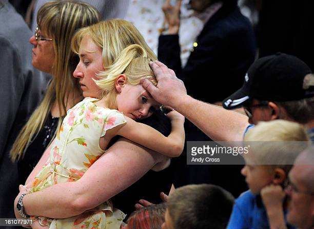 ORDWAY COLORADOAPRIL 19TH2008Jennifer DeVore second from left holds her daughter Kathleen 5yearsold while Jennifer's brother Dustin Jackson consoles...