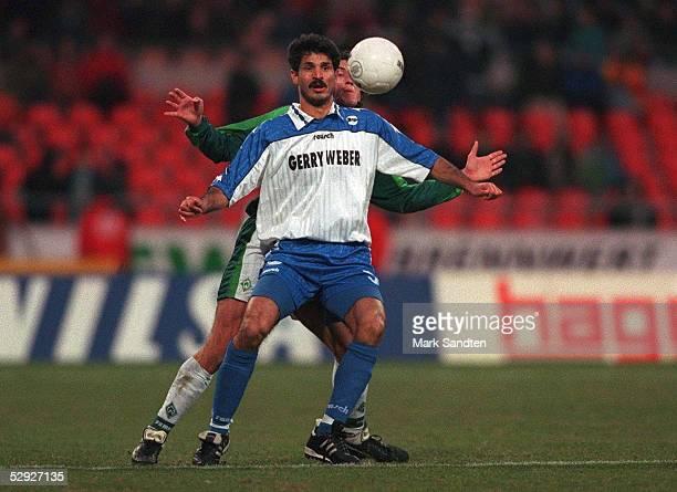 Bundesliga 97/98 ARMINIA BIELEFELD am 280298 Ali DAEI Einzelaktion