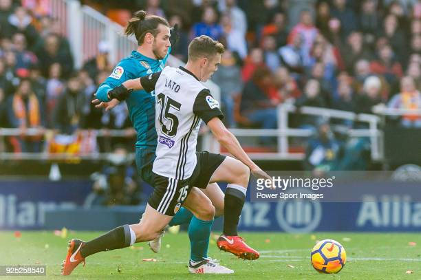 1Gareth Bale of Real Madrid fights for the ball with Antonio Latorre Grueso Lato of Valencia CF during the La Liga 201718 match between Valencia CF...