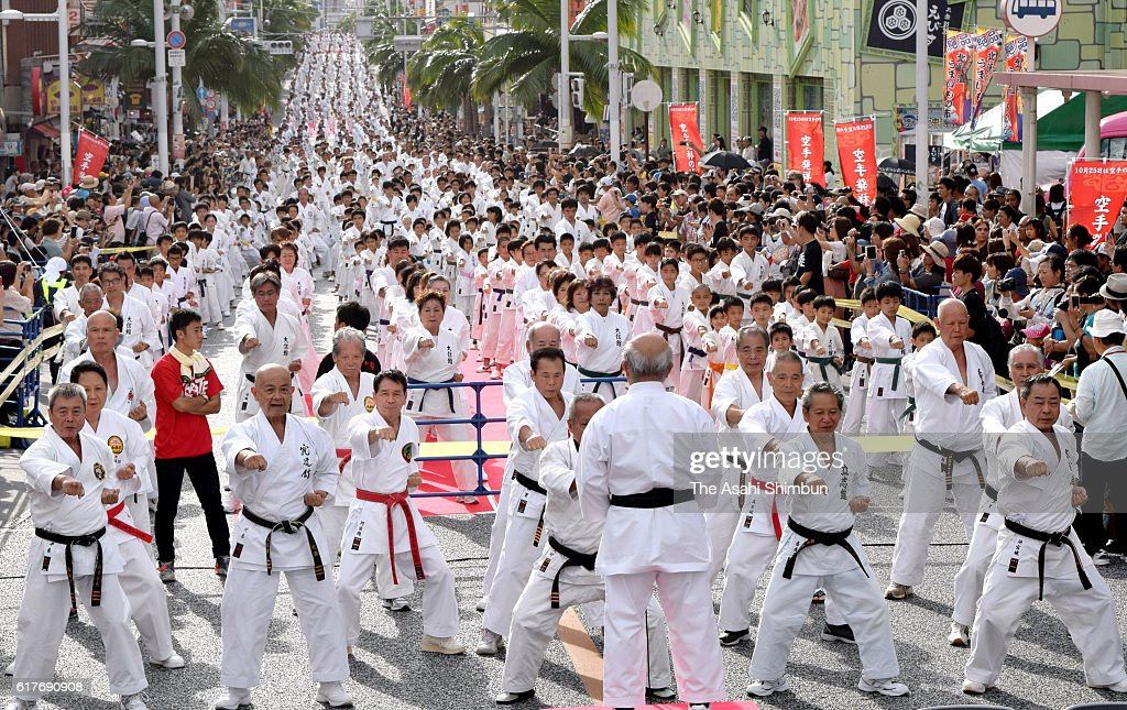 A 1-kilometer stretch of Kokusai-dori street here was filled with 3,973 karate enthusiasts in uniform who smashed a world record on October 23, 2016 in Naha, Okinawa, Japan. Guinness World Records recognized during the event in the Okinawa prefectural capital as the simultaneous karate demonstration with the largest number of participants. The event was held ahead of Karate Day on October 25.