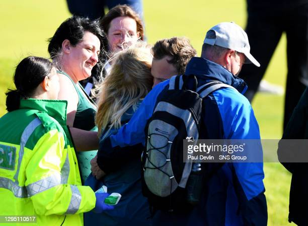 Tyrell Hatton hugs the woman who was hit by the Englishman's ball