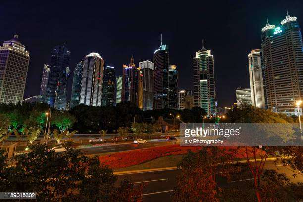 1lujiazui's finiancal district in pudong with view on his offices in shanghai. - andre vogelaere stock pictures, royalty-free photos & images