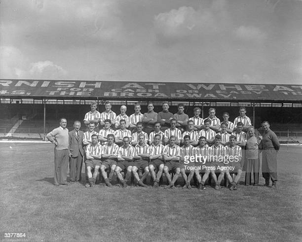 The players and coaching staff of Brentford Football Club. From the back row and from left to right are : W Bragg, R Hart, W Gorman, T Jones, E...