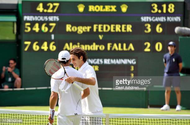 WIMBLEDON 2010 1st DAY RODGER FEDERER AFTER HIS FIVE SET MATCH WITH ALEJANDRO FALLA
