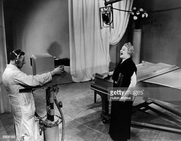 Sophie Tucker singing before the BBC cameraman for 'Starlight'