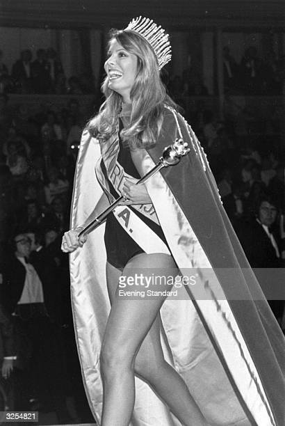 Marjorie Wallace of the USA wins the Miss World Contest in 1973