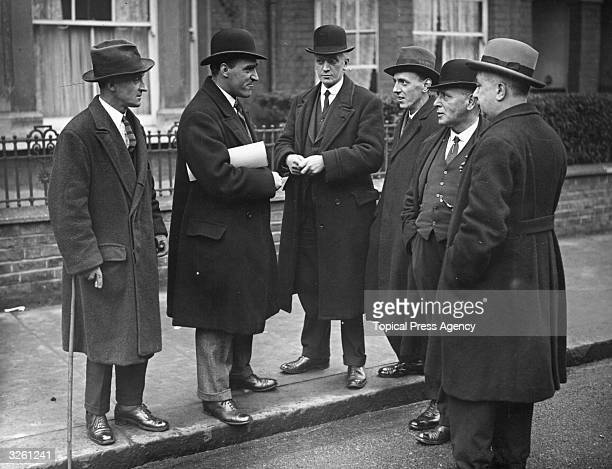 Irish politician Mr O'Connell associates openly with other Sinn Fein colleagues on the streets of Dublin after the Anglo-Irish Treaty was accepted by...