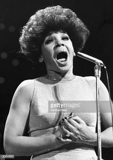 Welsh singer Shirley Bassey in performance