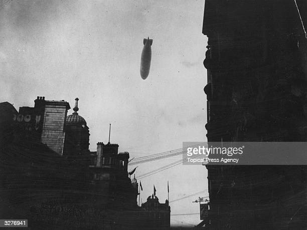 The R 34 falling over the City of London July 1919