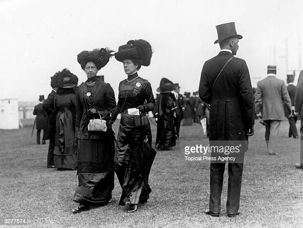 The Countess of Lonsdale and Lady Ethel Wickham at Black Ascot
