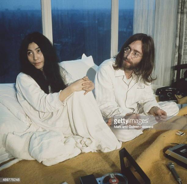 John Lennon from the Beatles and his wife Yoko Ono during their 'BedIn' in the Presidential suite of the Hilton hotel in Amsterdam Netherlands in...