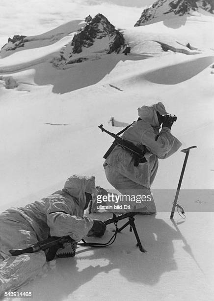 1st Mountain Division of the German Wehrmacht mountain infantry at Caucasus a patrol positioning machine gun