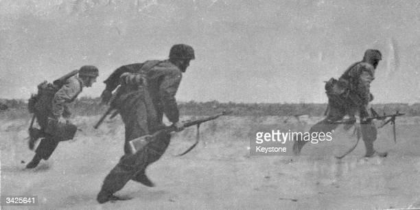 German paratroops run into action