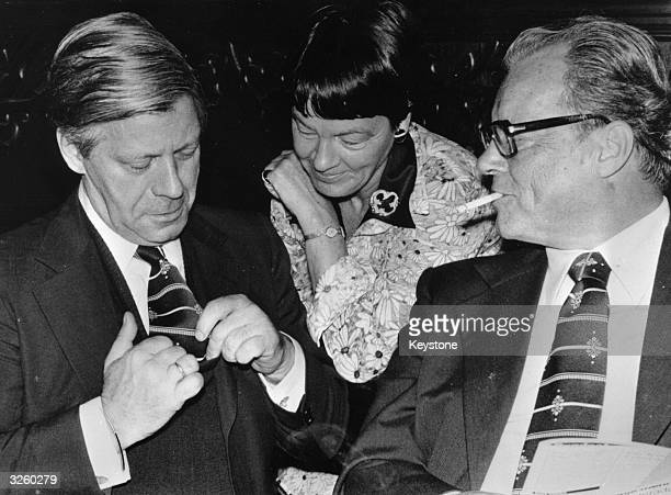 Chancellor Helmut Schmidt his wife Lady Hannelore Schmidt and the chairman of the SPD Willy Brandt during the final phase of the election campaign in...
