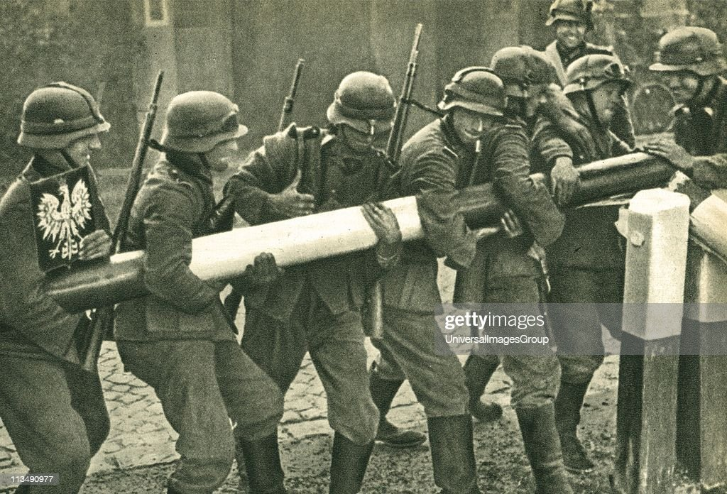 I September 1939, German troops remove the border barrier between Poland and Germany during the invasion of Poland. The Nazi occupation of Poland caused Britain and France to declare war on 3 September 1939 and the formal beginning of the Second World War : News Photo